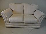 Sofa off white em madeira ipe em tecido jacquard,    peca li