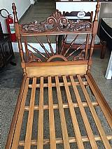 Cama de solteiro em madeira macica