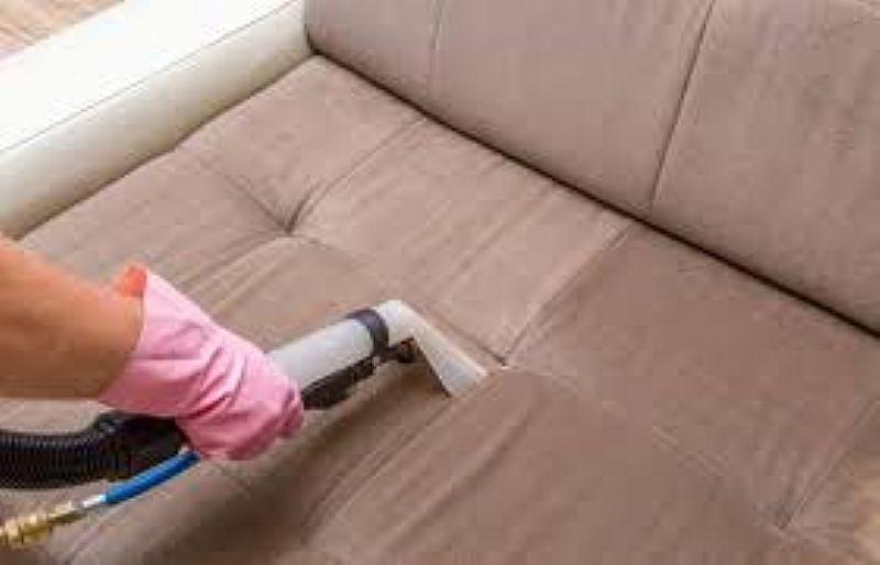 Posso lavar meu sofa em casa, sozinha? - lavador de sofa